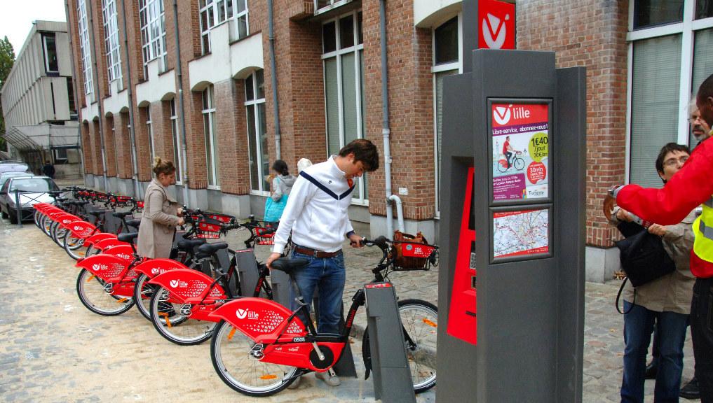 Le V'Lille compte 15 000 abonnés annuels et 20 000 utilisateurs occasionnels. Mais le service est surtout plebiscité dans la ville-centre, beaucoup moins à Roubaix ou Tourcoing