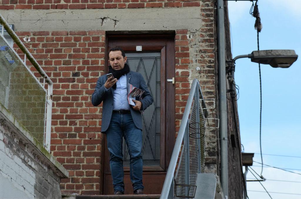 Sébastien Chenu, patron du Front national du Nord, en campagne pour les législatives à Denain.