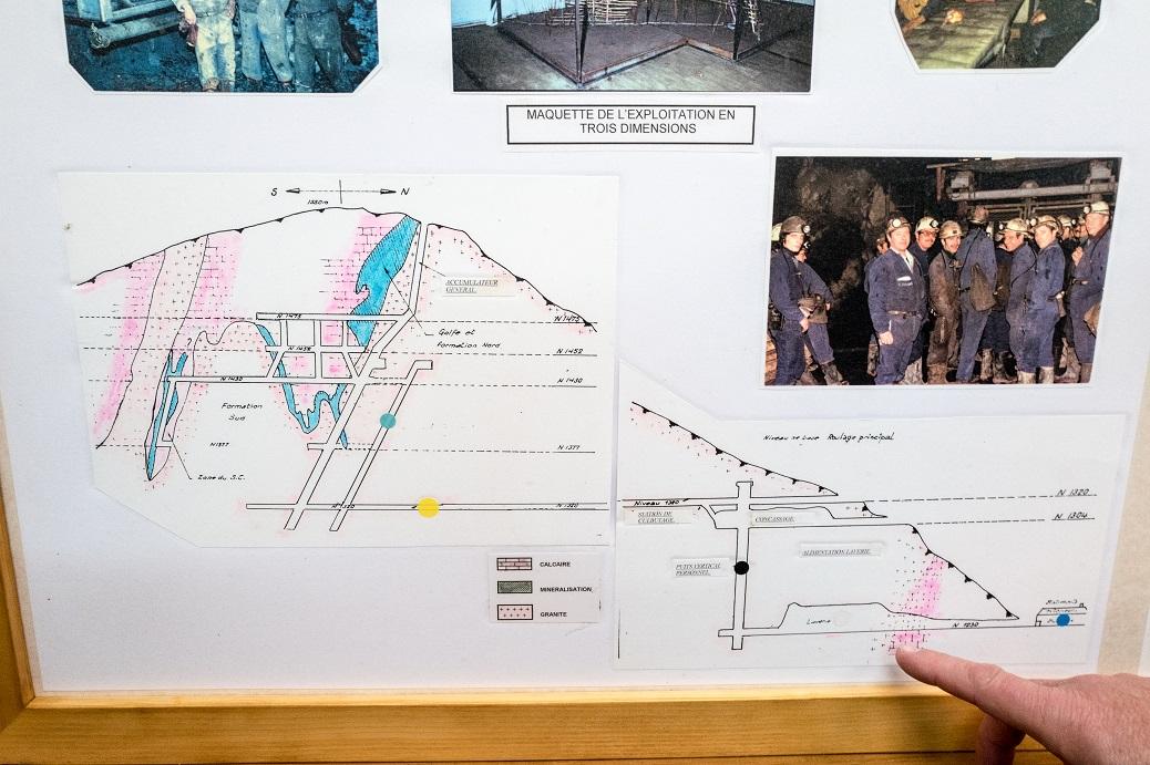 Plan de la mine présenté dans une exposition visible dans l'ancienne école de Salau. © Frédéric Scheiber