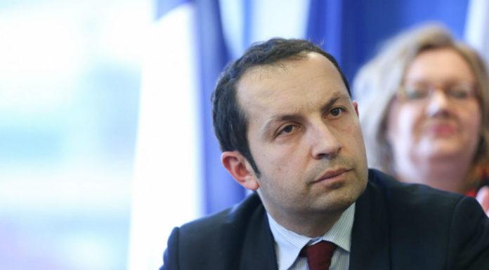 """Sébastien Chenu, nouveau patron du FN dans le Nord et candidat aux législatives à Denain, a annoncé la couleur aux militants frontistes: """"Je suis parachuté, je viens de l'UMP et, en plus, je suis gay !"""" ©Sebastien Muylaert/ Wostok Press/ Maxppp"""
