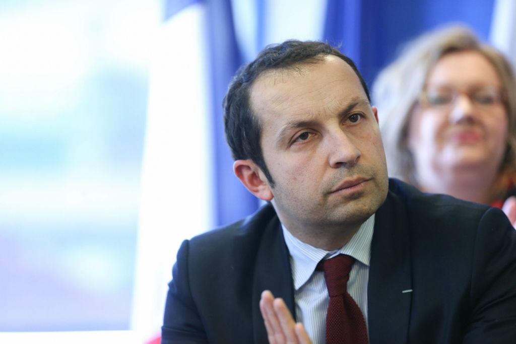 Sébastien Chenu, nouveau patron du FN dans le Nord et candidat aux législatives à Denain, a annoncé la couleur aux militants frontistes: