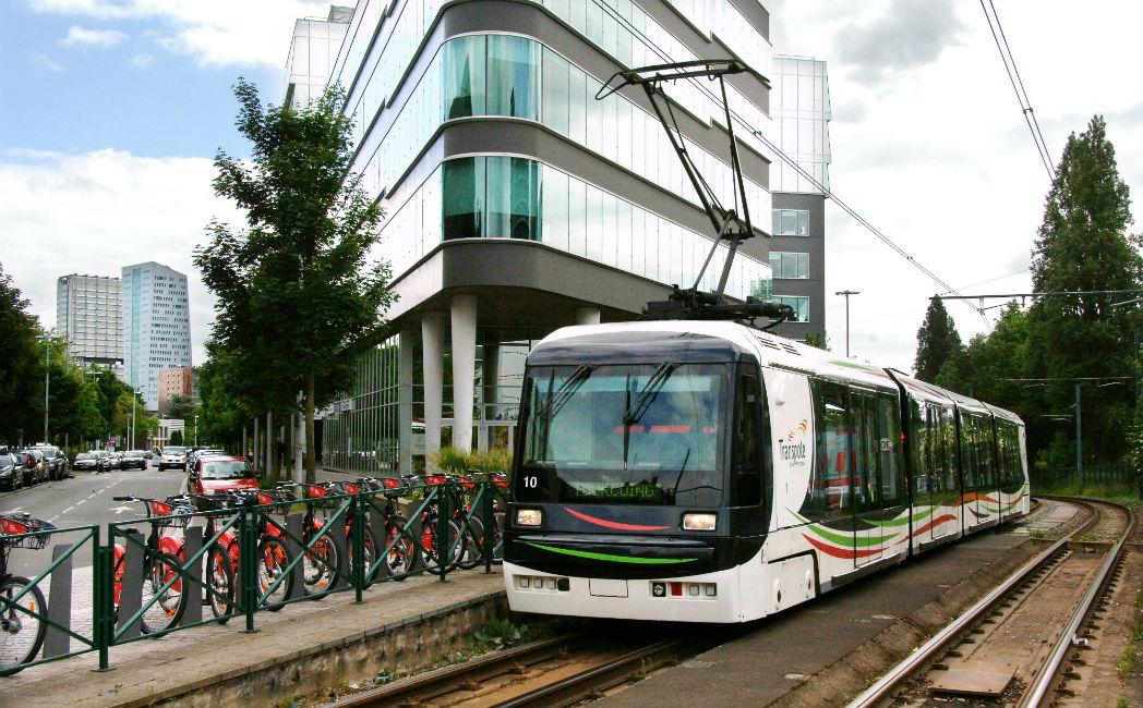 Le tramway pourrait relier Lille à Lesquin à l'horizon 2023. C'est en tout cas ce que veut croire Damien Castelain, le président de la Métropole européenne de Lille. Mais le projet apparaît très incertain.