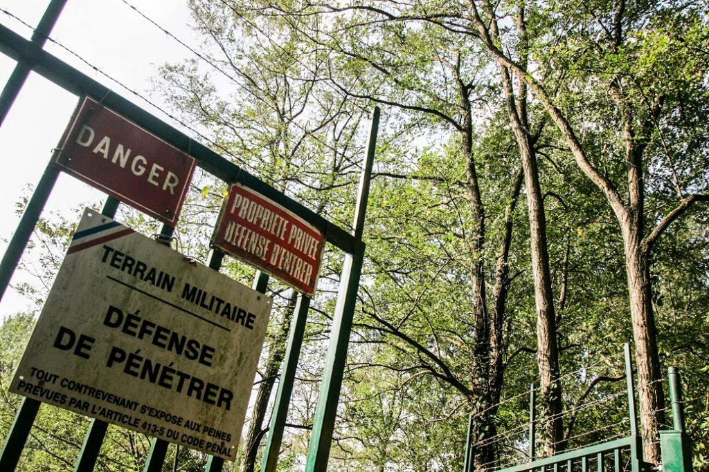 L'entrée de la zone des Ballastières, lors d'une visite à la presse par la DGA (Direction Générale de l'Armement) qui dépend du ministre de la défense. 14 octobre 2010, Toulouse-France. © Frédéric Scheiber