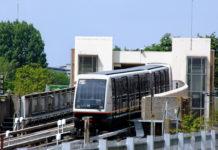La MEL a demandé aux entreprises Keolis et Transdev d'étudier l'option d'un prolongement de la ligne 1 du métro lillois entre la station terminus des 4 Cantons et l'aéroport de Lille-Lesquin.