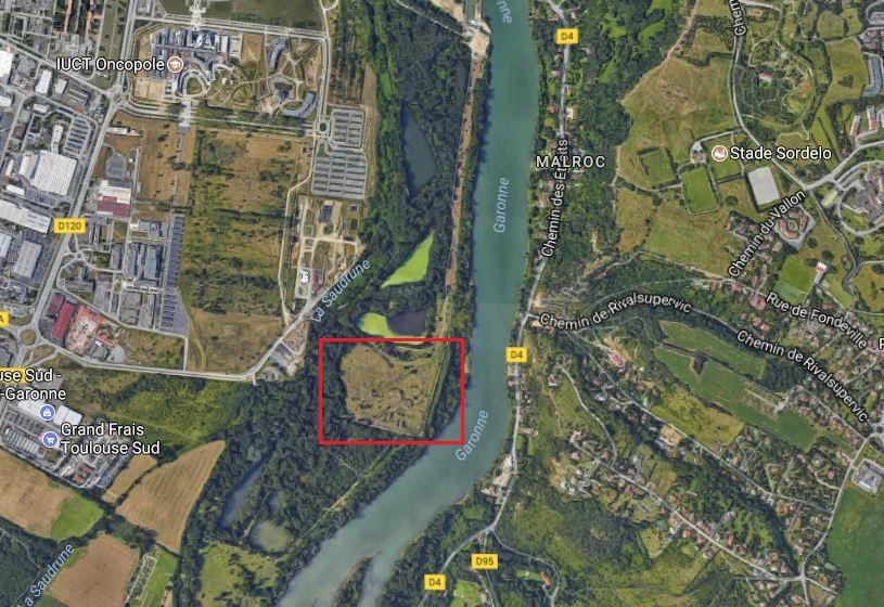 En bord de Garonne, la dernière parcelle du secteur appartenant encore à Total. (Capture d'écran Google Maps)