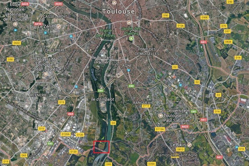 Au sud de Toulouse, en bord de Garonne, la décharge d'AZF oubliée par Total. (Capture d'écran Google Maps)