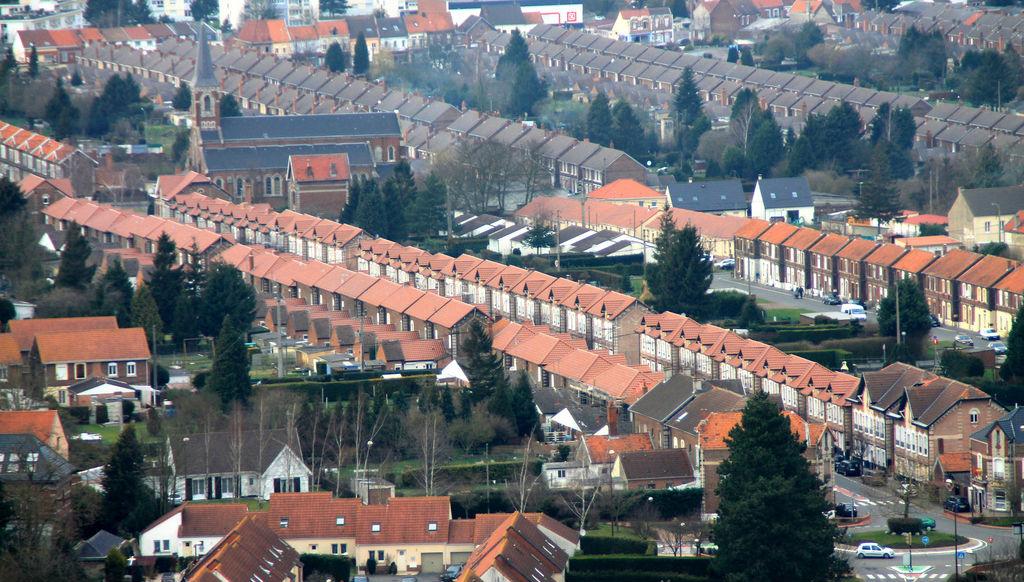 La région des Hauts-de-France voulait favoriser la rénovation énergétique de 100 000 maisons individuelles, un parc immobilier souvent vieillissant qui coûte cher à chauffer. Mais elle vient de débrancher l'Orrel, l'agence qui devait s'en occuper, après 18 mois d'existence. Photo: Creative Commons/Les corons - Steve C