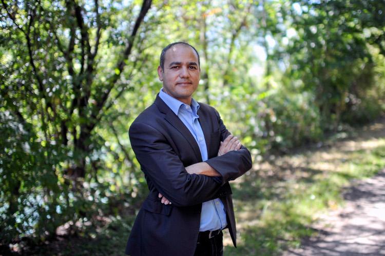 Mohamed BOUDJELLABA, agent de developpement territorial, conseiller municipal d'opposition (divers gauche) à Givors - Photo Rolland QUADRINI / KR Images Presse