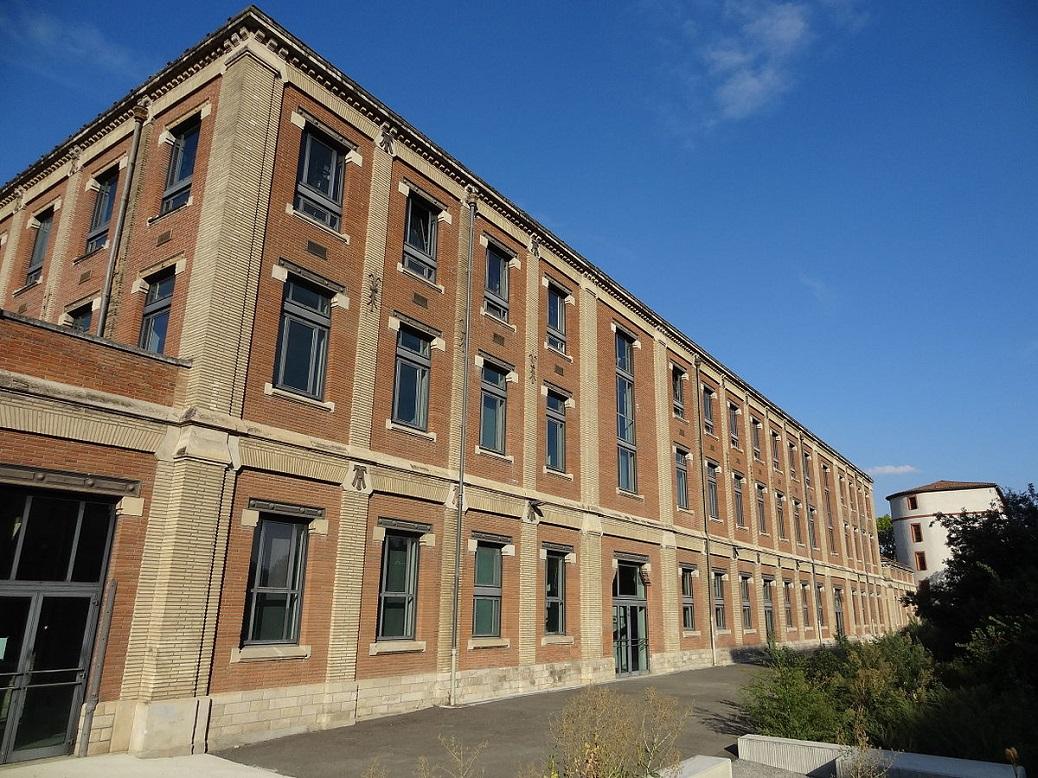 1200px-Manufacture_des_Tabacs_de_Toulouse,_façade_arrière