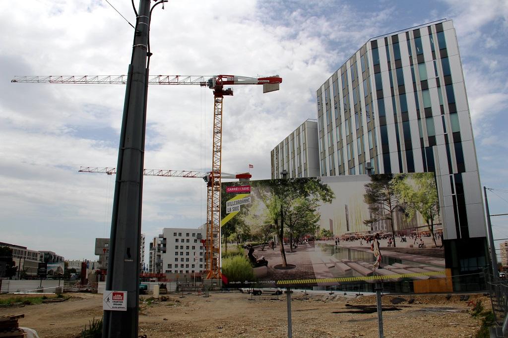 A défaut de les construire directement, les intermédiaires financiers comme Predica (filiale du Crédit Agricole) ou BNP Real Estate Immobilier influencent de plus en plus la forme des villes. Ici : l'immeuble ViewOne, sur la future Esplanade de la Soie à Villeurbanne. (Photo : Nicolas Barriquand)