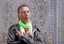 A 47 ans, enfant de la DDASS, punk et grand-mère, Mado est une des figures de la rue les plus connues à Lille, particulièrement dans le quartier de Moulins où elle réside depuis plus d'un quart de siècle. Photo: Sébastien Jarry/Andia