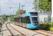 Tram-train arrivant en gare de Sucé-sur-Erdre. Photo: Creative Commons/Quoique