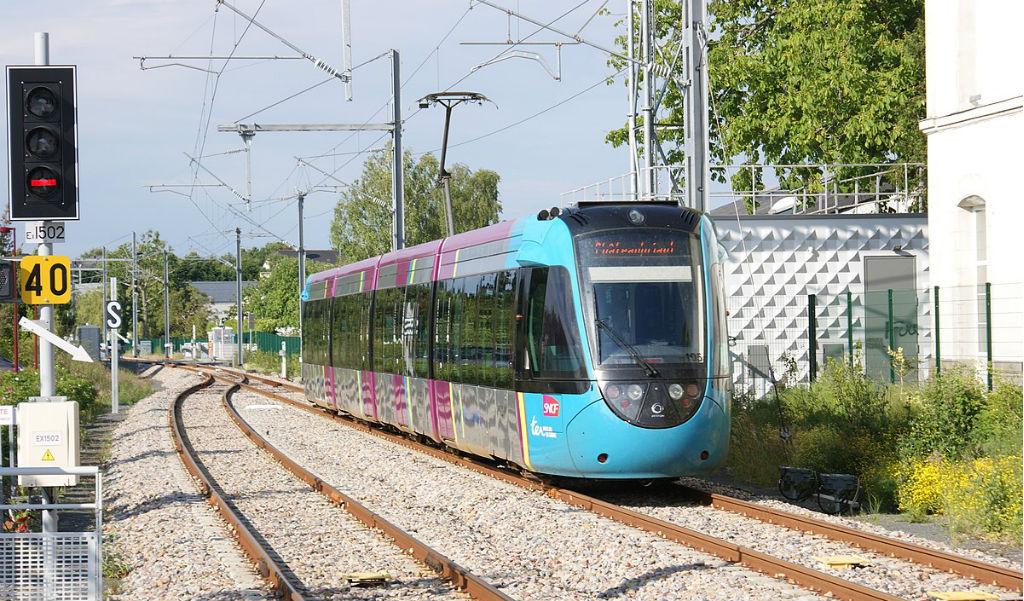 Tram-train arrivant en gare de Sucé-sur-Erdre. Photo: Creative Commons/Quoique