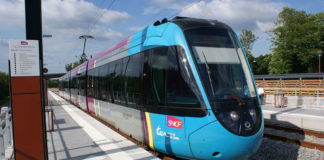 Le tram-Train en gare de La Chapelle Centre. Photo: Creative Commons. Photo: Quoique - Travail personnel / Creative Commons