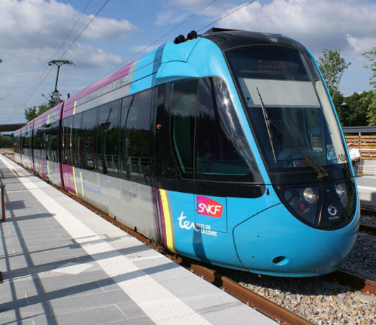 Le tram-Train en gare de La Chapelle Centre. Photo: Creative Commons. Photo: Quoique - Travail personnel / Creative Commons