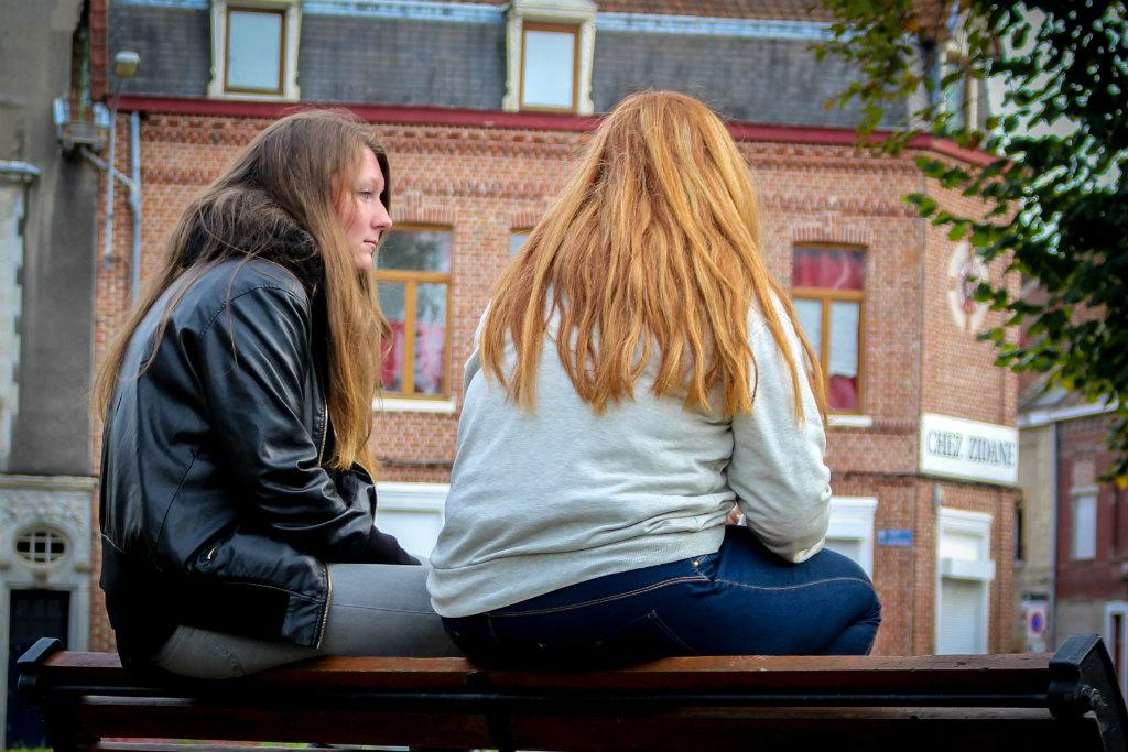Morgane, la soeur de Louis (ici à gauche avec une amie), espère que son frère