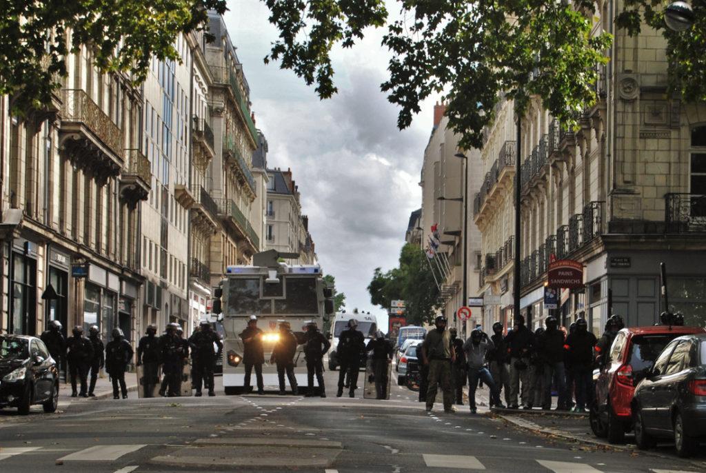 Cordon de forces de l'ordre en bordure d'une manifestation nantaise / Photo: DR