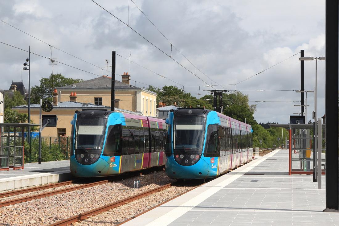 Deux tram-train en gare de Châteaubriant Photo Cramos – Travail personnel Creative Commons