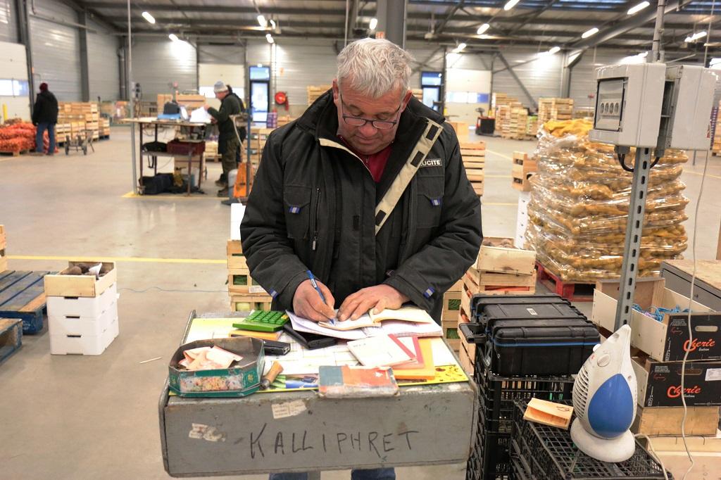 Au marché de Corbas. Photo : J.Pain/Singulier.