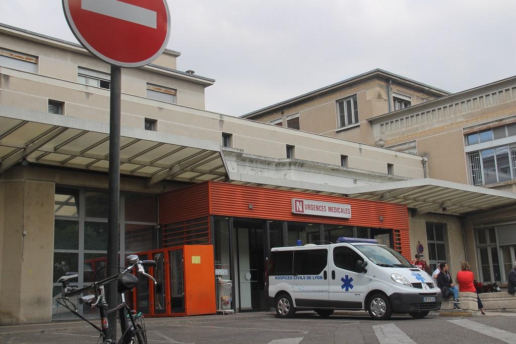 Aux urgences du pavillon N. Photo : NB/Mediacités.