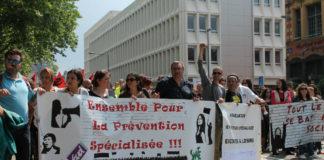 Les éducateurs de rue manifestaient contre les baisses de subventions départementales le 22 mai. Photo: Nadia Daki