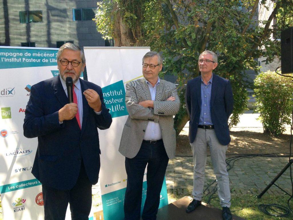 De gauche à droite, le président de l'Institut Pasteur de Lille, Jacques Richir, le directeur général, Patrick Berche, et le directeur général adjoint, Didier Bonneau, à la convention annuelle du personnel, le 26 juin, dans les jardins de l'Institut - Photos Bertrand Verfaillie