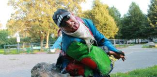 A seulement 47 ans, Mado, la maman punk, ne se voit pas vivre encore dix ans : « Je ne veux pas attendre d'être malade et vieille pour mourir. Je veux choisir ma mort et partir en paix. » Photo: Nadia Daki