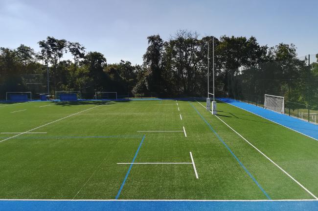 Terrain de rugby à l'école Centrale de Nantes / Photo : Thibault-Dumas