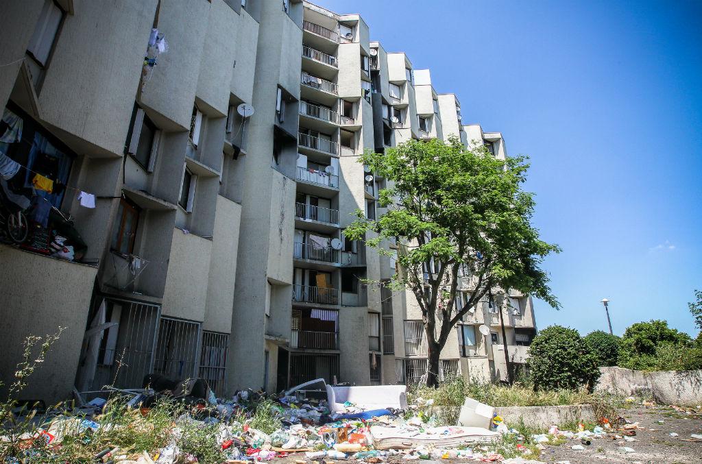 L'immeuble des Castalides, au Mirail, a longtemps été le symbole de l'habitat indigne à Toulouse. La Métropole a racheté les quelque 400 appartements et l'immeuble, peu à peu vidé de ses occupants, sera bientôt détruit. Photo : Frédéric Scheiber.