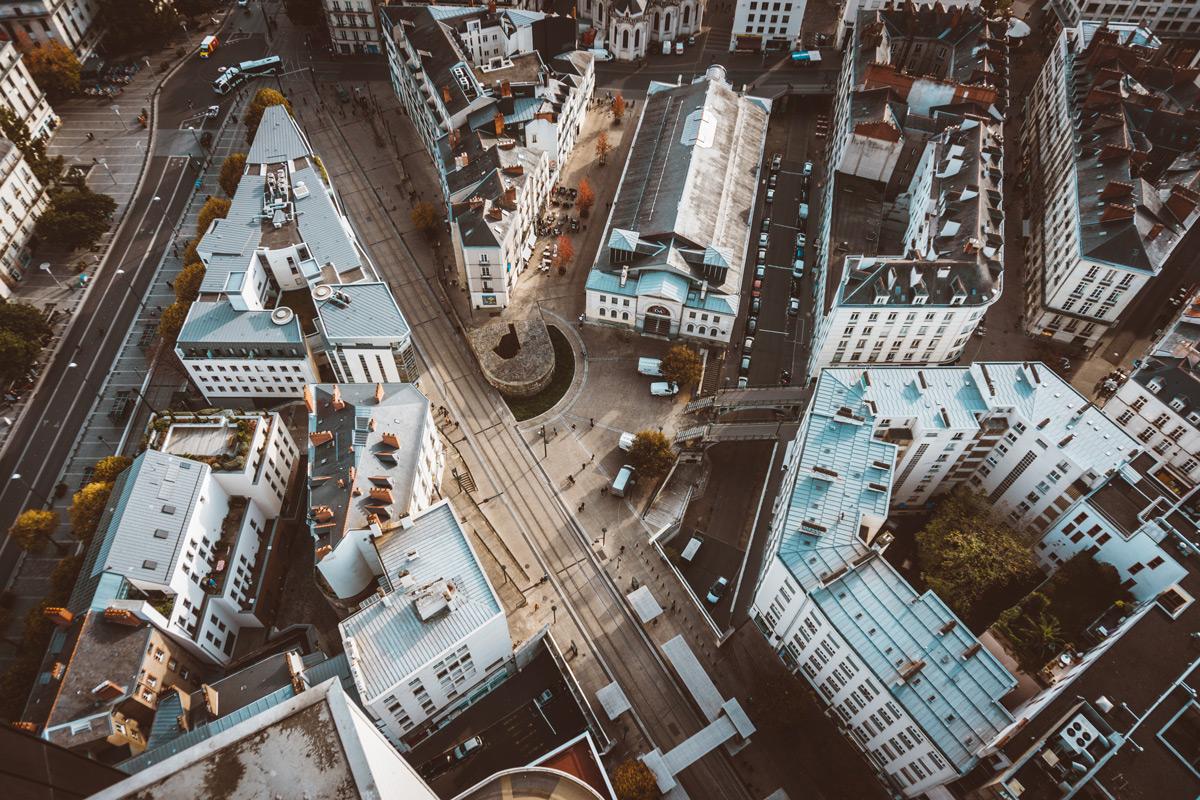 Vue depuis le sommet de la Tour de Bretagne, dans le centre-ville de Nantes / Photo : Quentin (Unsplash)