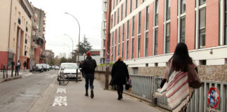 Des étudiants se rendant à l'université Toulouse 1 Capitole