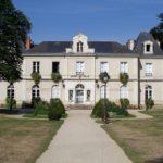 1024px-Mairie_-_La_Chapelle-sur-Erdre_Pepie34