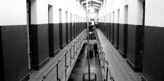 1024px-End_of_the_world_prison