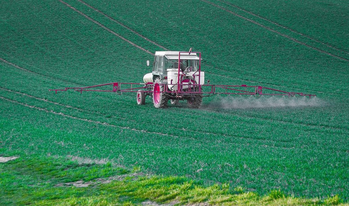 tracteur_pesticides_pixabay