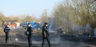 3 – Dans les cendres fumantes et toxiques des barricades, des vestiges baroques