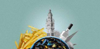 Une composition présentant un plat de moules au premier plan, des frites au second plan à côté du symbole de Lille : le beffroi de la Vieille-Bourse.